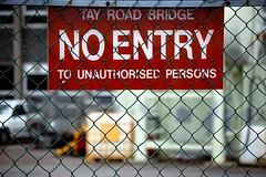 No Entry (m4r00n3d) Tags: signs nikon dundee nikond50 moo tay noentry nikkor flickrmeet roadbridge scottishflickrmeet