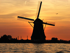 sunset with mill and heron (hans s) Tags: sunset orange mill heron water alphenaandenrijn fcsetsrises
