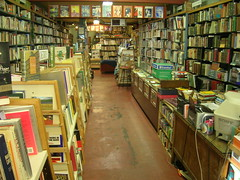 Cat and Cannon Bookstore, Lake City, Seattle (brewbooks) Tags: seattle books bookstore lakecity bookstores libreria librairie buchhandlung  kitabevi  librerias catandcannon   hiusach