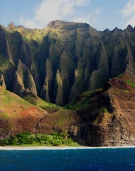 Na Pali Coast fluted ridges (Walt K) Tags: beach hawaii coast waterfall cathedral quality great kauai kalalau napali ridges fluted specland 123travel 123faves waltk bluedolphincruise diamondclassphotographer