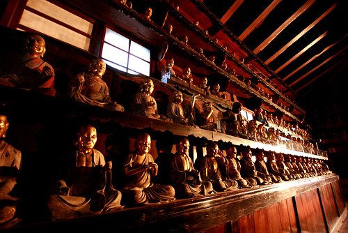 Rakan statues 01