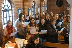 "Portuguese choir sing Christmas carols • <a style=""font-size:0.8em;"" href=""http://www.flickr.com/photos/133874294@N06/18142932663/"" target=""_blank"">View on Flickr</a>"