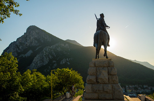 Vratsa-Hut, The Monument Messenger of freedom