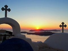 the awaited moment (mujepa) Tags: sunset crosses chapel santorini greece orthodox orthodoxe santorin chapelle coucherdesoleil caldeira