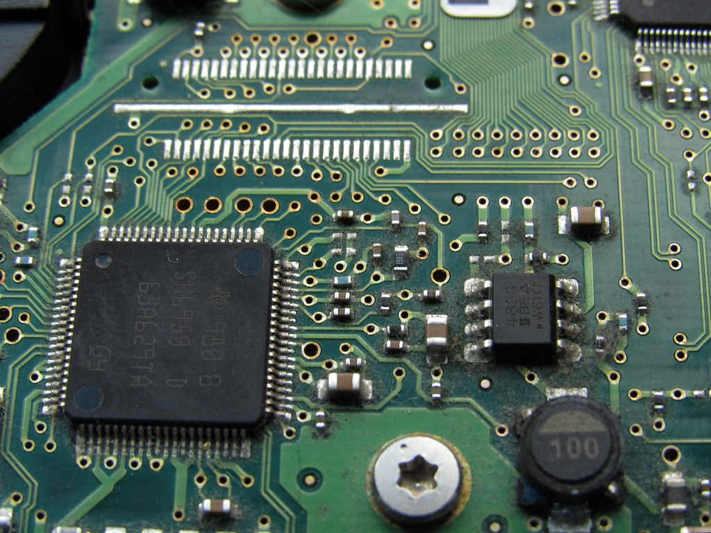 The Worlds Most Recently Posted Photos Of Digital And Microchip Green Electrical Circuit Board With Microchips Transistors Royalty Img 1541 Dan Dc Tags Digitalage Backgrounds Circuitry Data Computer Circuitboard Computing Technology