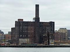 Domino Sugar Refinery (skumroffe) Tags: nyc newyorkcity usa newyork brooklyn river factory unitedstates manhattan fabrik eastriver williamsburg domino dominosugar dominosugarfactory dominosugarrefinery dominosugarbrooklynrefinery
