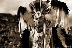DSC_1538_v1 (Pascal Rey Photographies) Tags: powwow portraits portrait firstnativepeople ornans25290 france fra nativeamerican indiens amerindiens digikam digikamusers linux ubuntu opensource freesoftware danseaveclaloue pineridgeenfancesolidarité