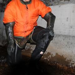 Bullseye-Kanal3111 (Kanalgummi) Tags: sewer exploration rubber waders gummi watstiefel bomber jacket bomberjacke gloves gummihandschuhe worker égoutier kanalarbeiter