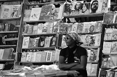 La Habana (heraldeixample) Tags: heraldeixample cuba gent people gente pueblo popular habana havana calle carrer street rue rua noia girl chica fille menina mädchen merch cailín ragazza pige девушка fată 女の子 jente 女孩 κορίτσι dona woman mujer frau femme fenyw bean donna mulher femeie 女人 kadın женщина หญิง boireannach kobieta venedora bookseller