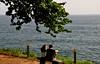 Boa Semana procê (Ruby Ferreira ®) Tags: fortedesantacruz couple bench fence atlanticocean oceanoatlântico tree árvoregalhos greass grama branches baíadaguanabara