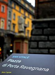 Il centro di Bologna... (michelecipriotti) Tags: bologna centro piazza piazzadiportaravegnana sanvitale viarizzoli sanpetronio statua letorriasinelli