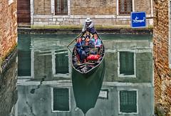 Reflejos Venecianos / Venetian Reflections (D. Lorente) Tags: dlorente diurna nikon reflections reflejo río venecia barca