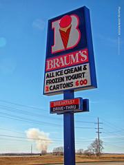 Braum's in Salina, 6 Feb 2016 (photography.by.ROEVER) Tags: salina kansas usa february 2016 february2016 roadtrip braums