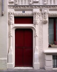 Paris 2015 (Hanoi1933) Tags: street door sculpture paris france building art architecture facade photography exterior porte rue mur extrieur btiment faade immeuble batiment parigi 2015    pariswallart