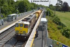 073 arrives at Clonsilla, 18/6/15 (hurricanemk1c) Tags: irish train gm rail railway trains railways irishrail generalmotors 2015 emd clonsilla 071 073 iarnród éireann iarnródéireann weedspraytrain 1005northwallm3parkway
