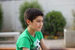 Pensativo (freddy_sepulveda) Tags: 50mm canon yongnuo boy niño verde pensando