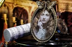 Retrato anónimo (agalayo) Tags: retrato antiguo partitura portafoto marco