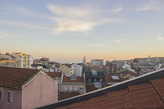 _MG_0025 (Arthur Pontes) Tags: graça claraboia janela lisboa cidade vista city pantãonacional pateão telhas telhado casa bairro freguesia núvens sunset orange azul