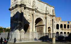 Arch of Constantine, view to colosseum