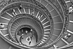 Caracol (Campanero Rumbero) Tags: rome roma italy italia europe europa ciudaddelvaticano vaticano escaleras caracol monocromo bn travel turismo trip turistas turista
