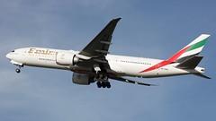 A6-EWH (Dub ramp) Tags: a6ewh emirates boeing777 b777 777200lr b777200lr b777lr dub eidw dublinairport