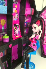 No time to study right now... (dolldudemeow24) Tags: monster high doll playset draculaura draculocker