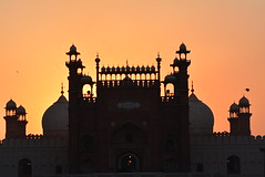 DSC_0332 (greenwaters99) Tags: sunset sunlight birds architecture islam mosque lahore badshahimasjid royalmosque