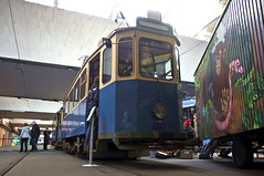 Gut versteckt und zugestellt wurde der D/f-Zug 490/1401 in der Betriebshofshalle (Frederik Buchleitner) Tags: 1401 490 altwagen bergamlaim betriebshof betriebshof2 dwagen eröffnung linie25 mvg munich münchen steinhausen strasenbahn streetcar tram tramsteinhausen trambahn fwagen