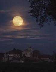 Super-moon over Gourvillette (jonathan charles photo) Tags: supermoon full moon dusk gourvillette art photo dec2016 jonathan charles topf100