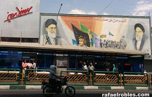 Carteles en Teherán