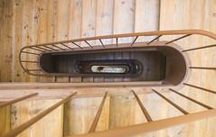 _MG_0013 (Arthur Pontes) Tags: escada apt stairs degrau prédio up sobe subida corremão mão casa home house madeira wood old
