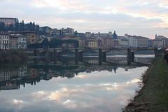 Magia (Ondeia) Tags: firenze florence arno tramonto riflesso reflection reflections meraviglia tuscany toscana italy italia landscape horizon bridge