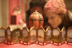 Viewing Fabergé (ktmqi) Tags: metropolitanmuseumofart fabergé easteregg gold hardstone jewlery decorativearts russia stpetersburg enamel matildageddingsgraycollection