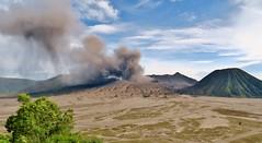 IMG_4011 (JoStof) Tags: indonesia java bromo volcano eruption ash smoke seaofsand tengger caldera jawatimur indonesië idn
