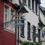 Enseignes, Oberstraße, Bacharach, landkreis Mainz-Bingen, Rhénanie-Palatinat, Allemagne. thumbnail