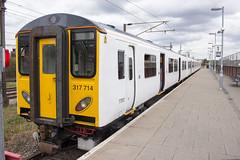 Class 317/7, Romford station, South Street, RM1 (Tetramesh) Tags: uk greatbritain england london unitedkingdom britain londres gb londra britishrail londen londinium lontoo llondon tfl railtrack londone britishrailways londyn llundain londýn networkrail лондон lunnainn londain londono tetramesh londonoverground londrez λονδίνο loundres lorol londonovergroundrailoperationsltd londër lùndra лондан londonovergroundrailoperations romfordtoupminsterline