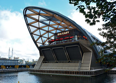 BIG Easy (Jungle Jack Movements) Tags: big easy canary wharf london england united kingdom great britain uk gb bbq barbecue lobster live music restaurant good steak shrimp beer water branch british build building architecture curve structure jetty impose