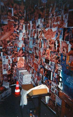 "installation 2002 02 <a style=""margin-left:10px; font-size:0.8em;"" href=""http://www.flickr.com/photos/120157912@N02/31522286073/"" target=""_blank"">@flickr</a>"