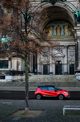 The red car (Thomas Bechtle Fotografie) Tags: berlin berlinerdom d800 detail lustgarten nikon stadt cityscape details car renault red street