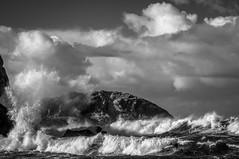 Marejada (ccc.39) Tags: asturias salinas castrillón playadelcuerno marejada tempestad mar olas espuma nuboso rocas cantábrico costa bn black white bw monochrome