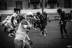 WR lining up. (mzagerp) Tags: football américain foot us scrimmage météores fontenay sous bois chevaliers orléans fédération française de gridiron tackle
