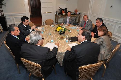 El gobernador Javier Duarte de Ochoa acude a reunión con defensores de migrantes