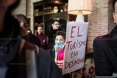 2017_01_14_Concentra-Acció #NoEnsFaranFora!_AntonioLitov(08) (Fotomovimiento) Tags: fotomovimiento barcelona catalunya catalonia cataluña concentración manifestación lasramblas turismo turismomasivo hotel noensfaranfora sombarris defensemelsbarris
