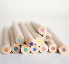 remar contra a maré (Carla Robalo Martins) Tags: branco white estúdio studio cores colors lápis pencils diferente different stilllife abigfave