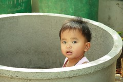 boy in a pipe (the foreign photographer - ฝรั่งถ่) Tags: boy toddler concrete cement pipe bangkhen bangkok thailand canon kiss