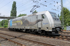E-loc 185 672-3(Emmerich 26-6-2015)1 (Ronnie Venhorst) Tags: road railroad car station sport yard train canon deutschland eos rebel gut track br outdoor d eisenbahn rail railway zug bahnhof db cargo railwaystation freeway vehicle locomotive loc t3 579 bahn freight trein spoor koblenz duitsland deutsche 1100 185 spoorwegen lok traxx spoorweg 601 güter 2015 crossrail elok grenzenlos eloc baureihe lützel br185 goederentrein 1100d materieel reclamer rurtalbahn containertrein koblenzlützel eos1100d spoormaterieel eos1100