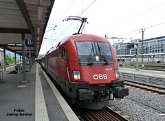 DE-70173 Stuttgart Hauptbahnhof BB Taurus 1116 121  im Juni 2015 (Joerg Seidel) Tags: stuttgart protest siemens baustelle deutschebahn taurus bb badenwrttemberg stuttgart21 stuttgarthauptbahnhof bbtaurus bb1116 stuttgartmainstation prostestcamp