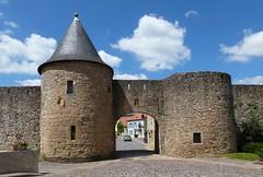 Porte de Sierck - Rodemack (p_jp55 (Jean-Paul)) Tags: france frankreich lorraine forteresse stadttor saarlorlux rodemack lothringen befestigung petitecarcassonnelorraine portedesierck rodemachern ruedemaacher roudemaacher