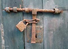 Trancas  porta. (verridrio) Tags: door puerta lock sony porta gateway entrada porte ingresso abandono abandonado drzwi portti lucchetto  fecho riippulukko  verride wkad