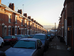 Fairfield St  Leicester    281216 (chrisdpyrah) Tags: leicester fairfieldst victorian terracedhouses winter sunshine urban backstreet
